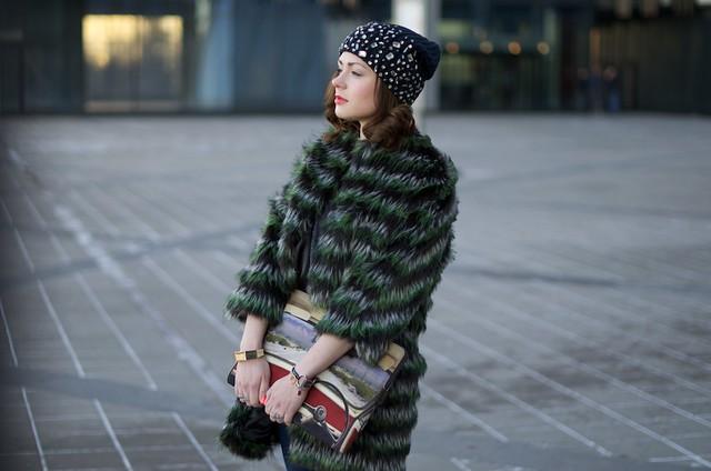 LIP_lifeinpolkadotcom_lifeinpolka_aksinia_aksinias_photoshoot_polka_dot_streetstyle_green_furcoat_20