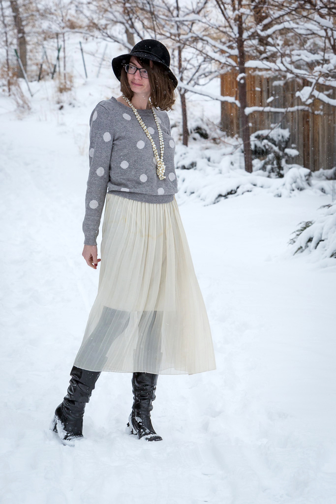 olka Dot, Sweater, pearl necklace, slouchy outfit, wyoming, never fully dressed, withoutastyle,