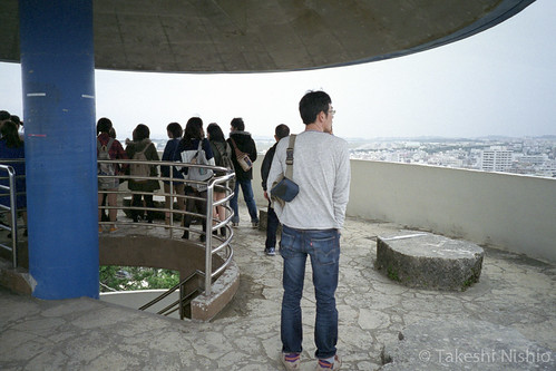 見学する学生たち / students visit here to understand Futenma