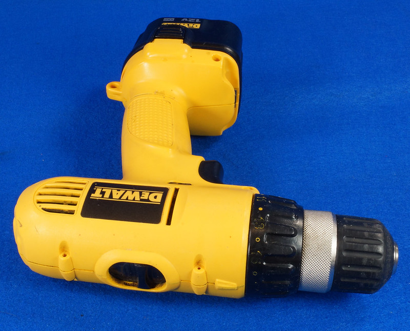 RD15258 DeWalt DW927K-2 12V NiCd Cordless Drill Driver Battery & Charger DSC08791