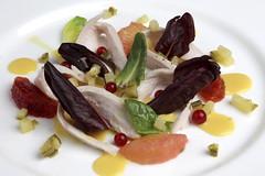 Insalata di petto di pollo,crema di pesche nettarine, verdure in salsa carpione