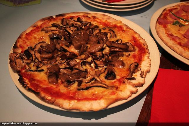 Peperoni Pizzeria - Funghi Pizza
