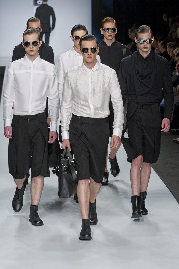 SS14 Milan Ji Wenbo030_Elliot Vulliod, Daniel Ferreira, Justus Eisfeld(fashionising.com)
