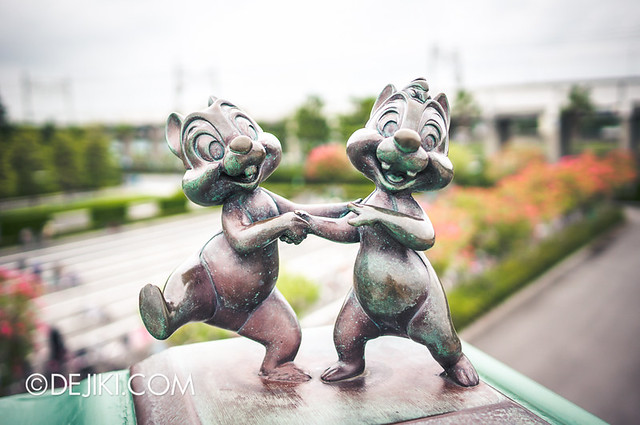 Tokyo Disneyland - Entrance Plaza / Maihama Gateway / Chip and Dale