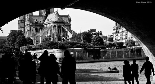 Stroll along the left bank of the Seine