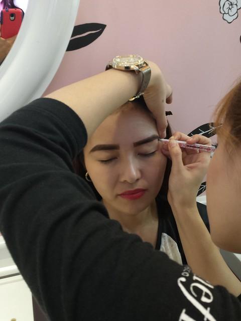 benefit-brow-wax-service