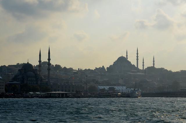 Mezquitas de Estambul desde el puerto de Eminönu