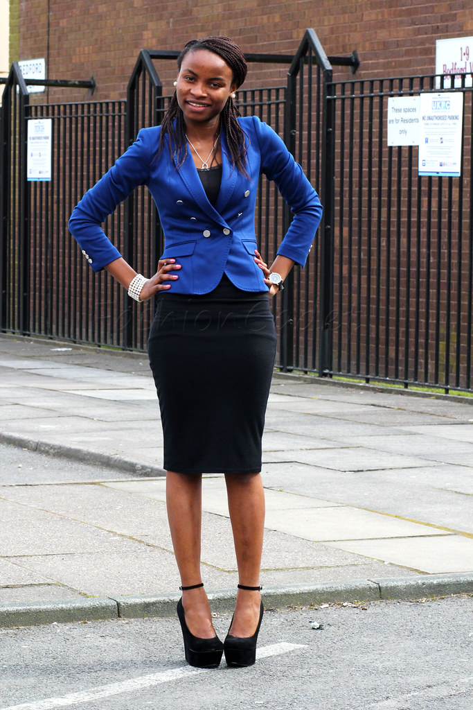 blue blazer, styling blue blazer, coloured blazers, bold colour blazers,Cobalt blue blazer with a pencil skirt, Cobalt blue blazer with a black pencil skirt, cobalt blue blazer, structured blazer, Cobalt blue blazer with ankle strap wedges, ankle strap wedges, black wedges, pencil skirt, black pencil skirt, office wear, office style