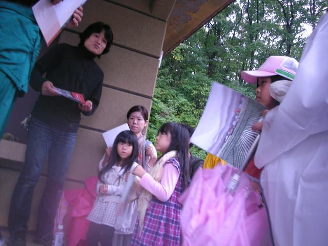 白川学芸員より,北広島町の生物多様性の保全に関するお話.パンフレットも配られた.