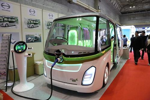 日野自動車光る電気バス2