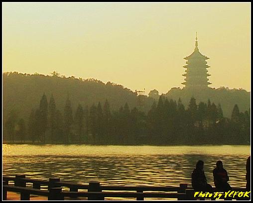 杭州 西湖 (其他景點) - 531 (西湖十景之 柳浪聞鶯 在這裡準備觀看 西湖十景的雷峰夕照 (雷峰塔日落景致)