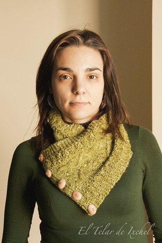 Daisies in pearl cowl