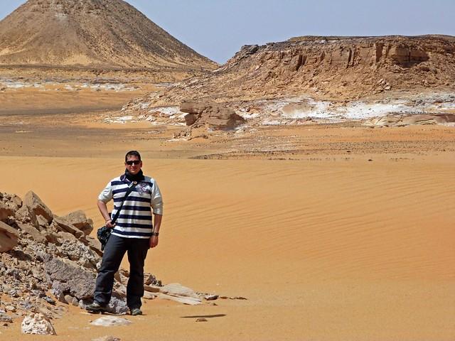 Sele en el desierto durante la Expedición Kamal (Egipto)