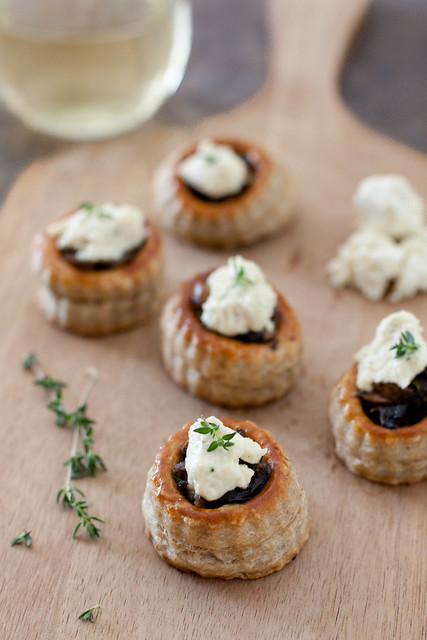 Mushroom tartlets with garlic herb cheese everyday annie for Canape pastry shells