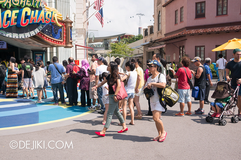 Universal Studios Singapore - Sesame Street Spaghetti Space Chase queue 3