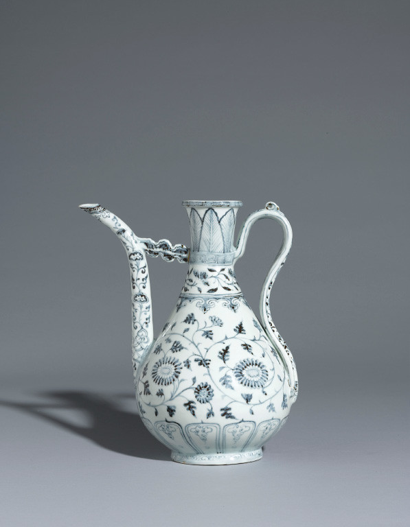 Ming Porcelain_Ming Hongwu Blue and White Ewer-1.jpg