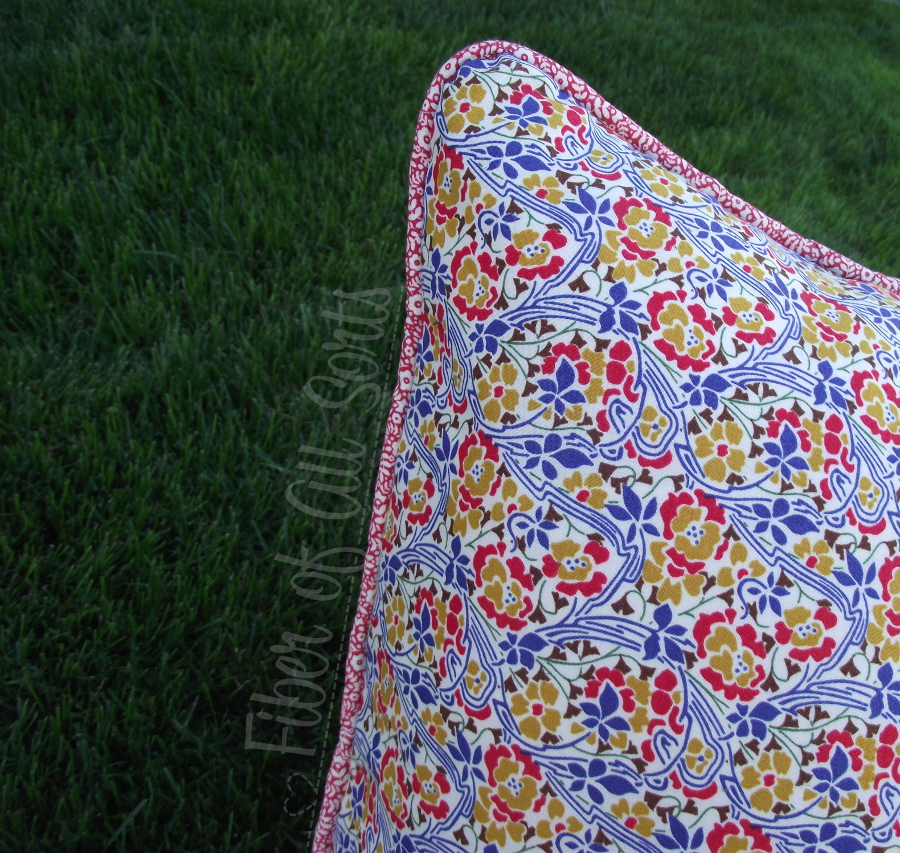Liberty Pillow Challenge - Back piping