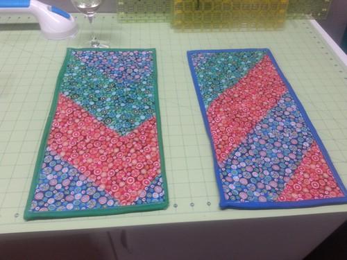 2 mug rugs