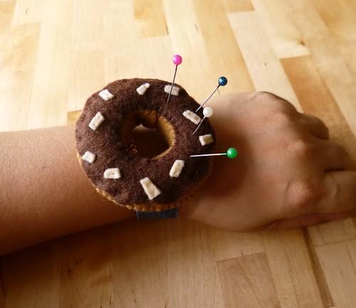 Donut wrist pincushion