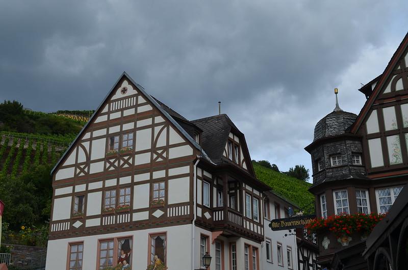 Rheingau Romantik Tour_trompe l'oeil building in Assmanshausen