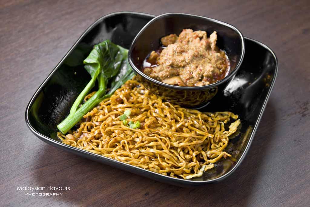 pork-rendang-noodle