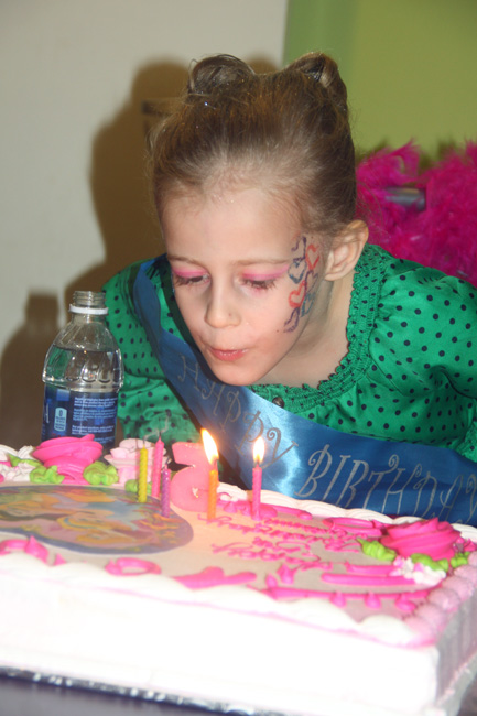 Cake_blowing-out-candles