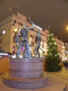 Image of Three Smiths Statue near Helsinki. statue finland helsinki christmastree елка финляндия статуя хельсинки