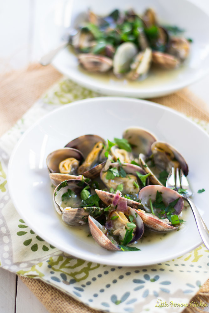 Clams in Green Sauce (Almejas en Salsa Verde) Tapas #SundaySupper via LittleFerraroKitchen.com
