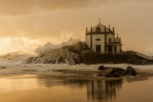 Portugal, Miramar, Sr da Pedra by @uroraboreal
