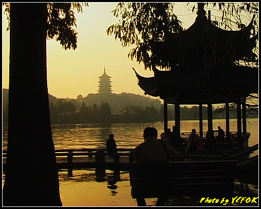 杭州 西湖 (其他景點) - 538 (西湖十景之 柳浪聞鶯 在這裡準備觀看 西湖十景的雷峰夕照 (雷峰塔日落景致)