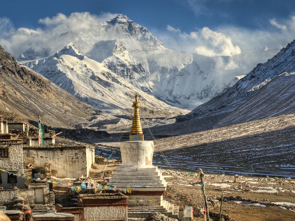 13. Monasterio de Rongbuk. Al fondo, el Everest. Autror, Kartläsarn