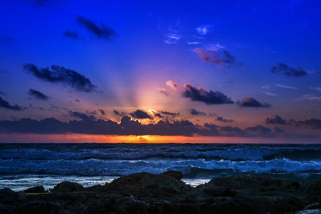 Восход солнца над пляжем в Мексике
