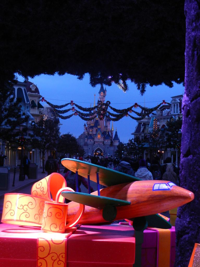 Un séjour pour la Noël à Disneyland et au Royaume d'Arendelle.... - Page 2 13643662944_e193186568_b