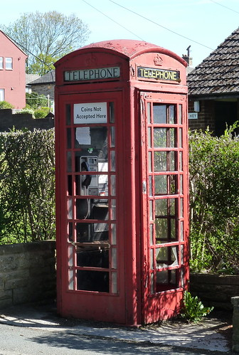 picture of dilapidated phone box