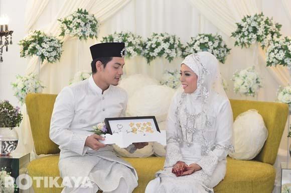 8923135590 f365883627 o Gambar Perkahwinan Izzue Islam dan Awin Nurin