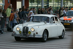 automobile(1.0), executive car(1.0), daimler 250(1.0), jaguar mark 2(1.0), vehicle(1.0), automotive design(1.0), jaguar mark 1(1.0), mitsuoka viewt(1.0), compact car(1.0), antique car(1.0), sedan(1.0), classic car(1.0), vintage car(1.0), land vehicle(1.0), luxury vehicle(1.0), jaguar s-type(1.0),