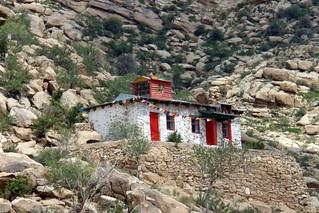 Templo en lo alto de la montaña  El entorno sagrado de las dunas Mongol Els de Mongolia - 9056697009 e34dfba19b n - El entorno sagrado de las dunas Mongol Els de Mongolia