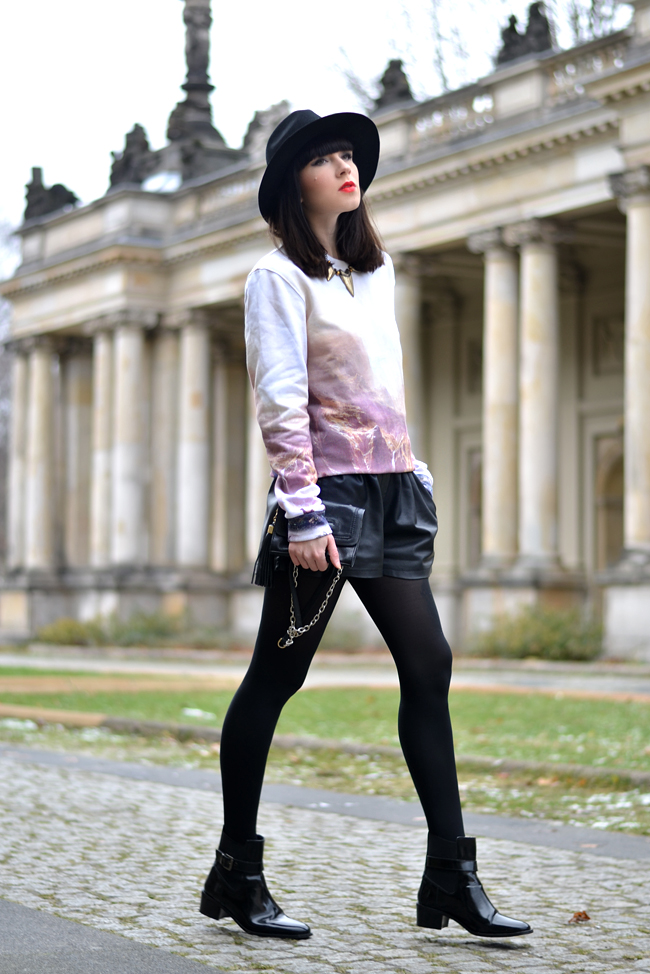Breaking Rocks Blogger Outfit Landscape Sweatshirt CATS & DOGS Berlin blog 3