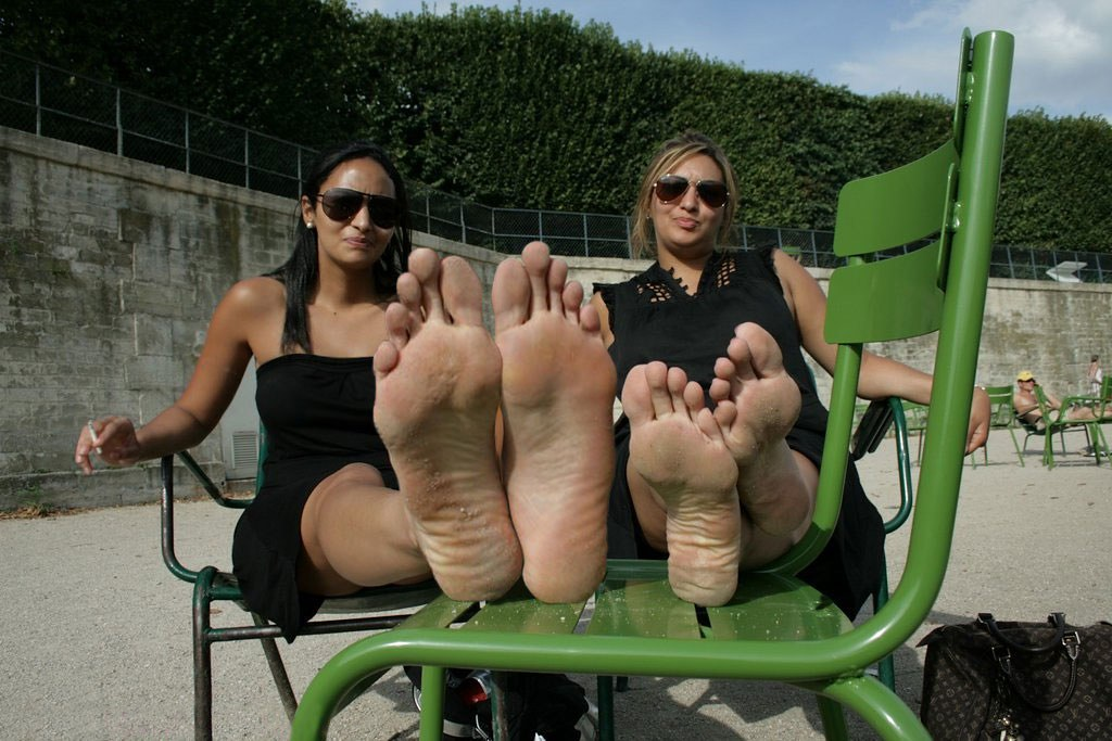 Women big feet fetish