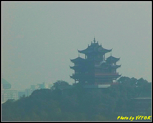 杭州 西湖 (其他景點) - 350 (從西湖十景之 雷峰塔 上眺望吳山天風上的城隍閣)