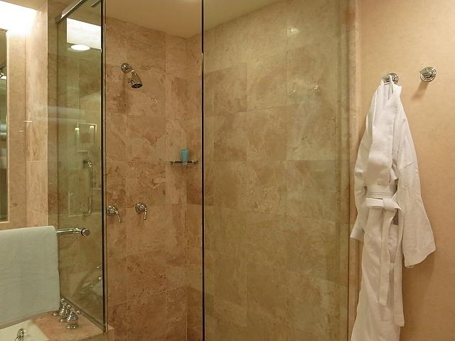 <p>浴室とトイレ</p>