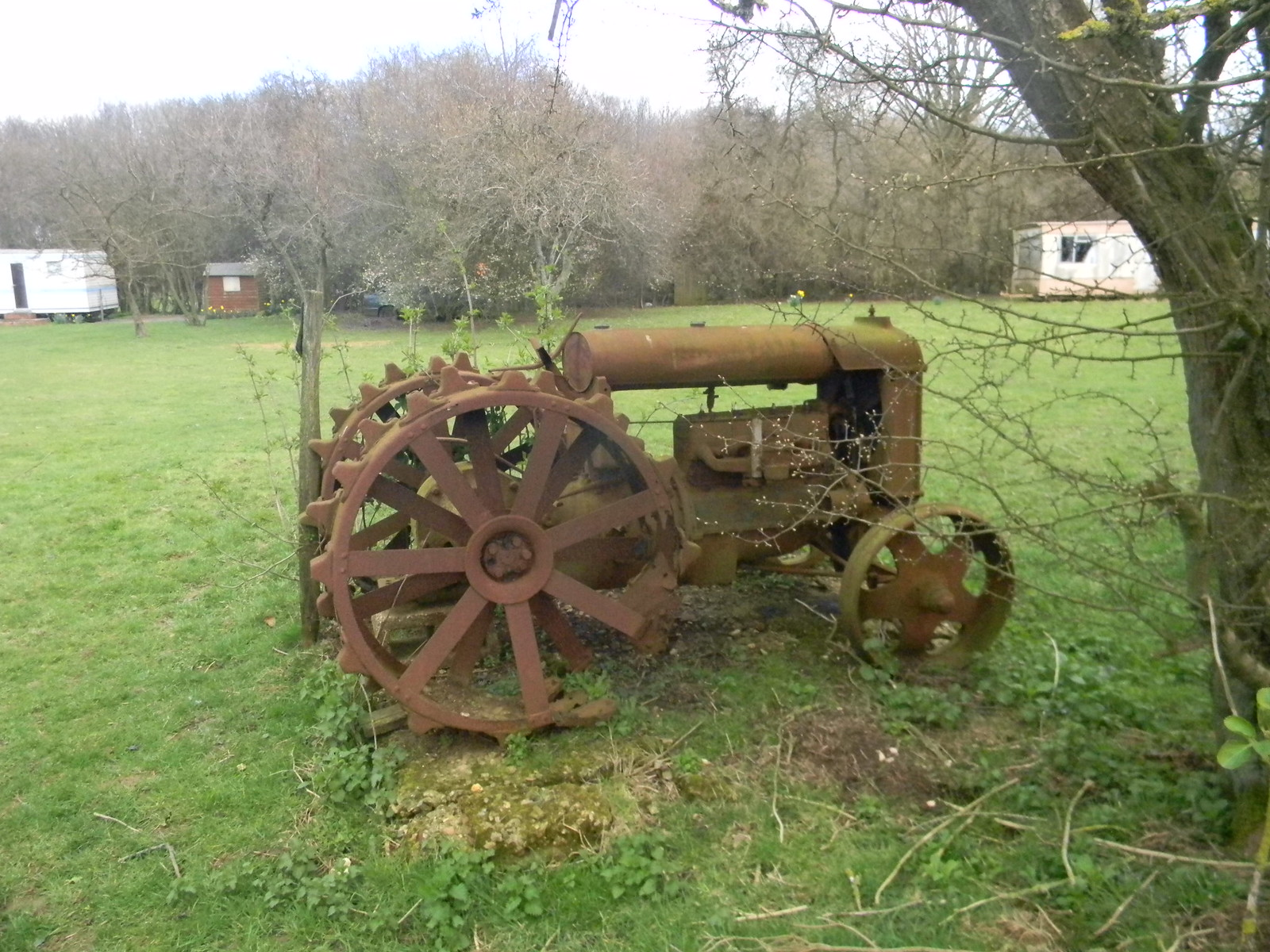 rusty tractor Lenham to Hollingbourne