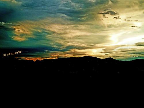 sunset newzealand christchurch cloud silhouette sundown canterbury hills nz southisland porthills