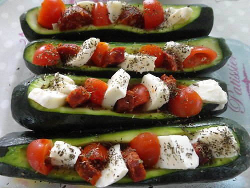 courgettes mozzarella tomates chorizo fourchettes et pinceaux. Black Bedroom Furniture Sets. Home Design Ideas