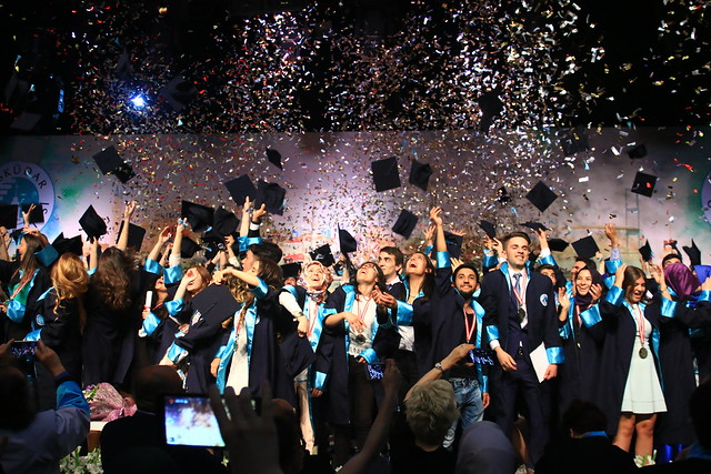 Üsküdar Üniversitesi 2015 ön lisans ve yüksek lisans mezunlarını verdi 5