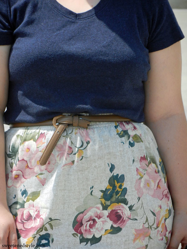 navy tee, floral skirt, wedges. perfect summer outfit.