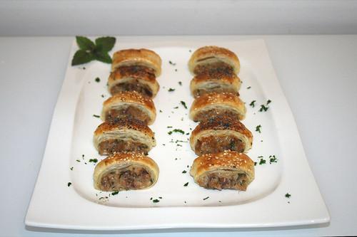 37 - Thunfisch-Blätterteig-Häppchen - Seitenansicht 2 / Tuna puff pastry snack - Side view 2