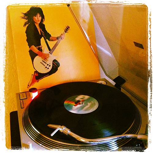 #happybirthdayqueenofnoise #joanjett #photographicplaylist #todaysoundslikethis #blackheartrecords #vinyligclub #clubrpm #elpee by Big Gay Dragon