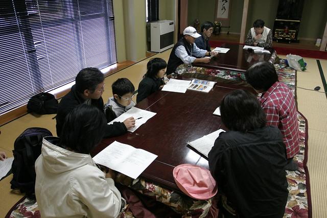 最初に高原センターに集まり,資料を見ながら内藤先生のお話を聞く.