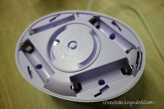 4 AA batteries slots on breast pump
